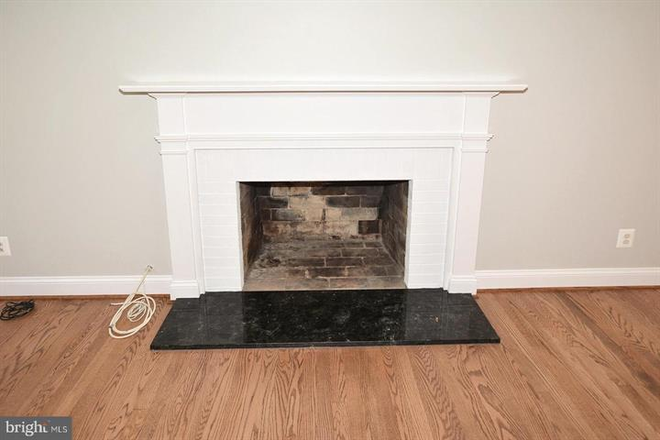 Wood burning fireplace in living room. - Updated Single Family Home walking distance to GMU and Old Town Fairfax Rental