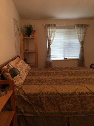 Queen size bed - Large Furnished Room + Bathroom + Utilities Rental