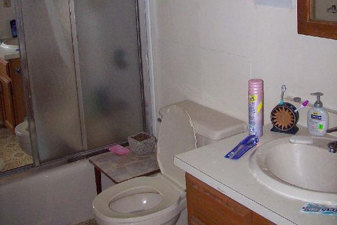 Bathroom - 4 Bedrooms available in a 4 Bedroom House Near Campus Rental