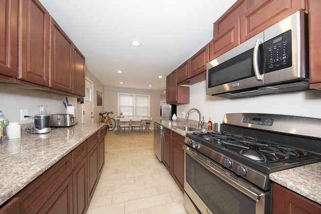 Kitchen - Beautiful Six Bedroom Home Rental
