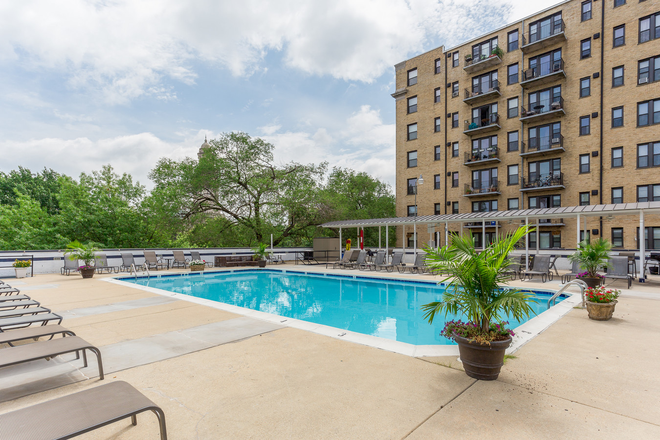 Swimming Pool - Argonne Apartments
