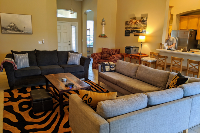 Living room & front door - Rosemead Cove, Bridgewater, close to Waterford Lakes, E. Colonial Drv, 10 minutes to UCF Main Campus Rental