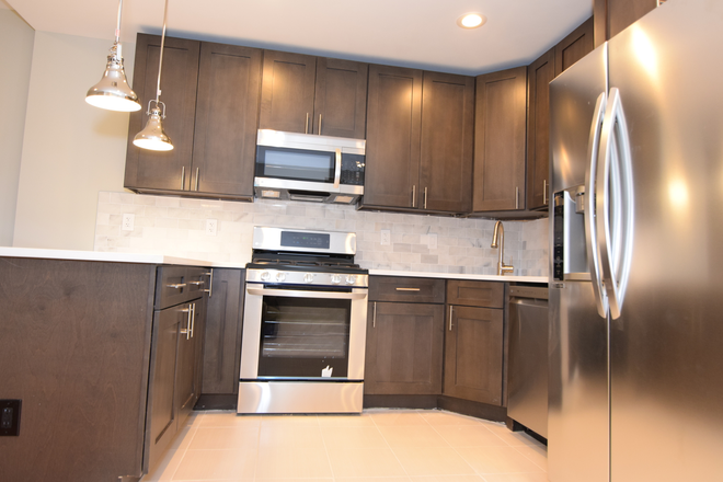 kitchen with island - Stonehurst Building Apartments