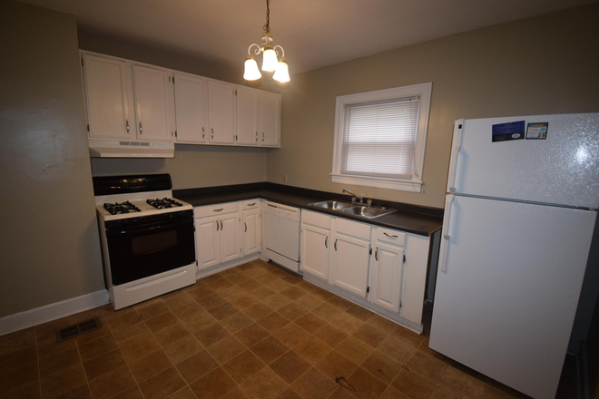 Kitchen - 4 Bedroom house 1 mile from UK's campus! Rental