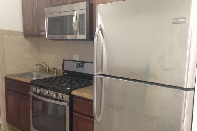 Kitchen - AVAILABLE IMMEDIATELY!! ROOM FOR RENT | CLOSE TO CAMPUS (APPX 5 MIN WALK)! RENT INCLUDES ALL UTILITI Townhome