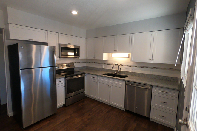 Kitchen 2 - Awesome 3 Bedroom  / 2.5 Bathroom/ 2 Car Garage Townhome - 3 Blocks to Fitzsimmons
