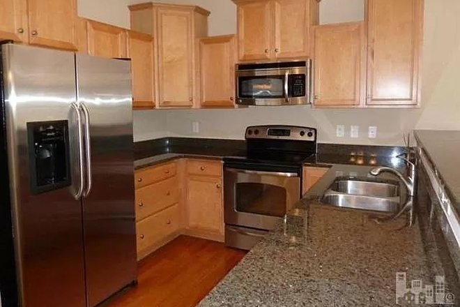 Beautiful Kitchen - Carleton Place Townhome.  Property connects to UNCW Campus!  Use of Pool Included!