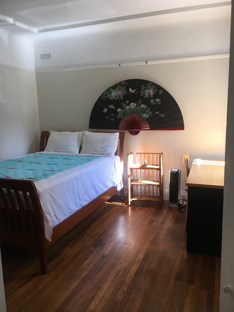 Sleigh bed, desktop, natural light! - Cozy Bright Room.   Walk to campus Apartments