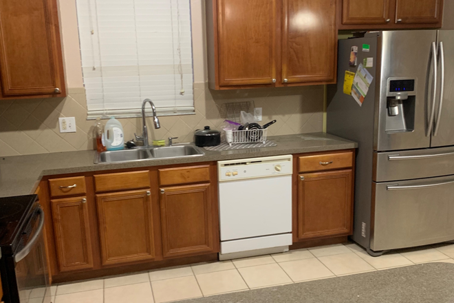 Kitchen - UCF Student housing utilities included Rental