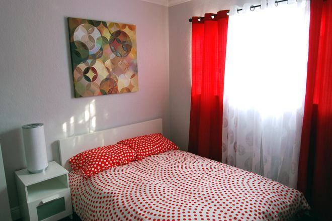 "Bronze-tier ""Strawberry"" Suite - Student Luxury Living - Strawberry Suite Rental"