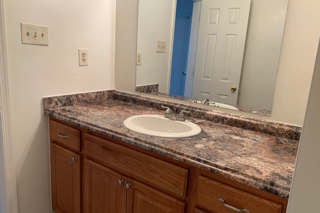 Bathroom - ODUrent Offers 3-Bed Colley Bay Apts!