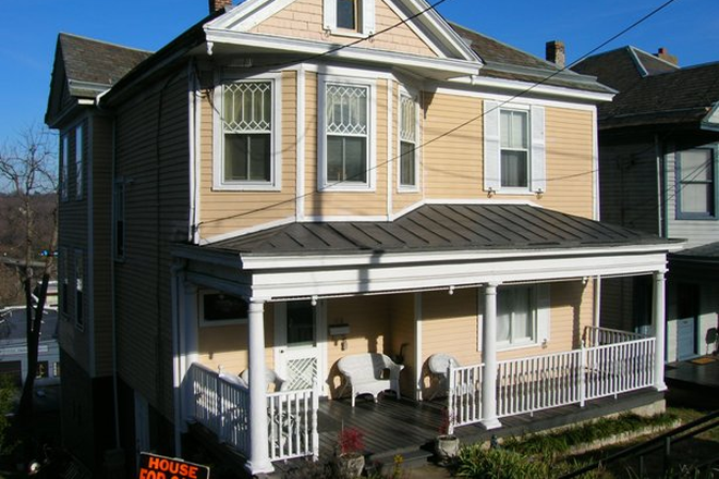 Street view - Beautifully-remodeled 5 bedroom, 2 bath house w walk-in closets, city views, fireplaces, bay windows Rental