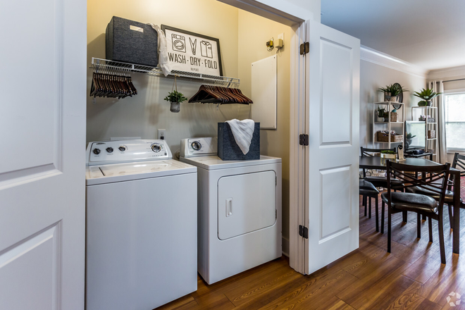4 BR, 4.5 BA - Springmore - In-Unit Laundry