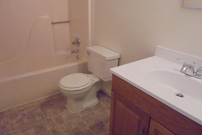 Bathroom - ODUrent Offers Spacious 5-Bed Duplex! Rental