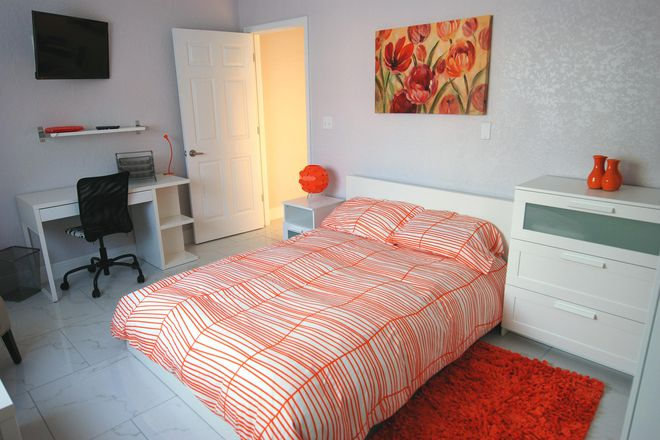 "Fully furnished Gold-tier ""Orange"" Suite - Student Luxury Living - Orange Suite Rental"
