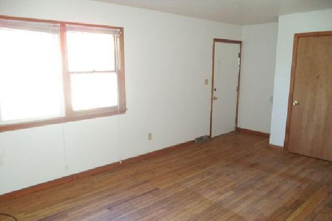 Nice sized rooms - 15 Hobart Lane: 2 Br 1.5 Bath Townhouse (Campus Area)