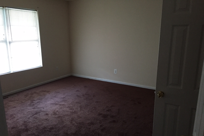 bedroom - Room available just 2 blocks from ODU! Rental