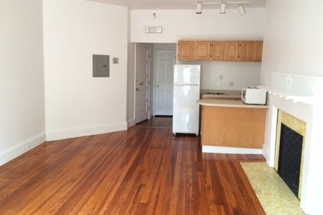 LIVING ROOM/KITCHEN - NO BROKER FEE - SPACIOUS ONE BEDROOM APARTMENT AT 1077 BEACON STREET AVAIL. 7/1/2021