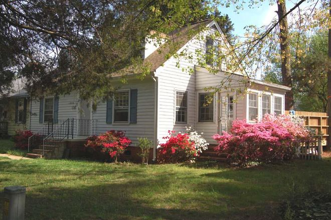 Front yard in Spring! - 3 BED/2 BATH HOUSE ,WALKING/BIKING DISTANCE FROM CAMPUS Rental