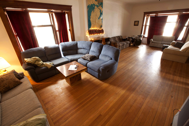 living room - Howland Cooperative Housing Rental