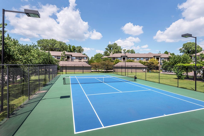 Tennis court - The Estates at River Pointe Apartments