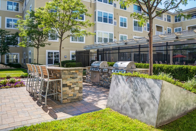 Outdoor Grilling Area & Pool - Parkside Commons Apartments