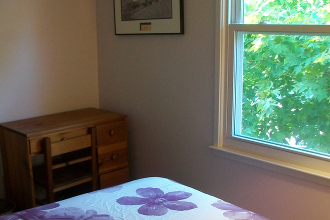 bedroom - Free Rent for Room in 3 story townhouse in Falls Church.