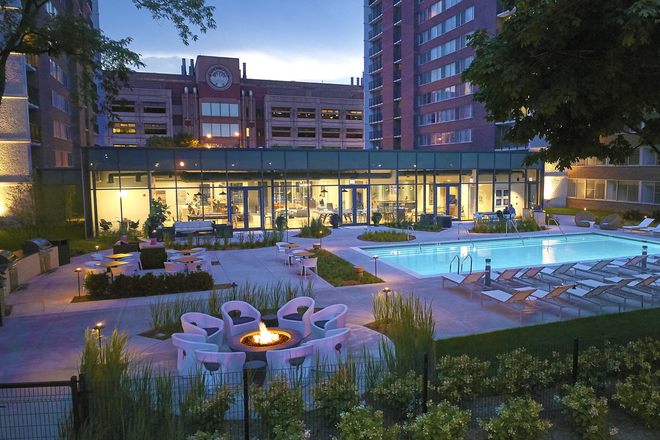 Scio Chicago Outdoor Pool - SCIO AT THE MEDICAL DISTRICT Apartments