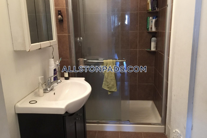 Bathroom - Great 4 bed in Allston Apartments