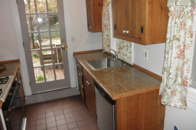 Kitchen - Charming 2 possible 3 bed, 1 ½ bath Townhouse in Fells Point