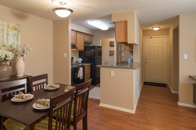 Kitchen - Steeplechase Apartment Homes