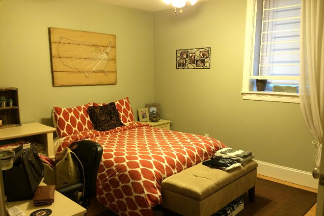 bedroom - Spacious 5BR Townhouse w/ Washer & Dryer, Ample size bedrooms, Close walk to Huntington Ave!
