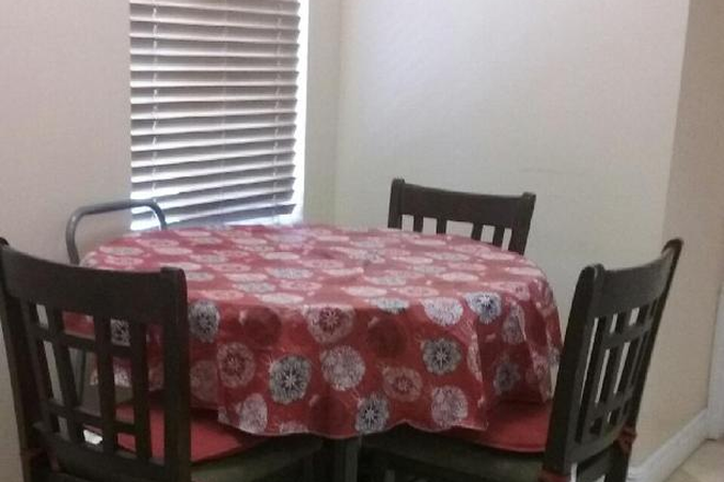 Dinning - LADIES MANOR, PEACEFUL PLACE, QUIET ENVIRONMENT $600 A MONTH & $200 DEPOSIT Rental