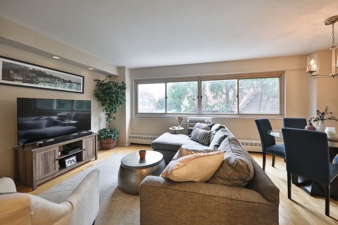 living room and view - BEAUTIFULLY RENOVATED CORNER UNIT CONDO FOR RENT in RITTENHOUSE SQUARE