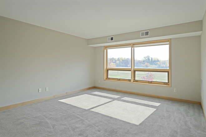 Living Room- Floor-to-Ceiling Windows! - 10 minutes to campus! FREE parking! Apartments
