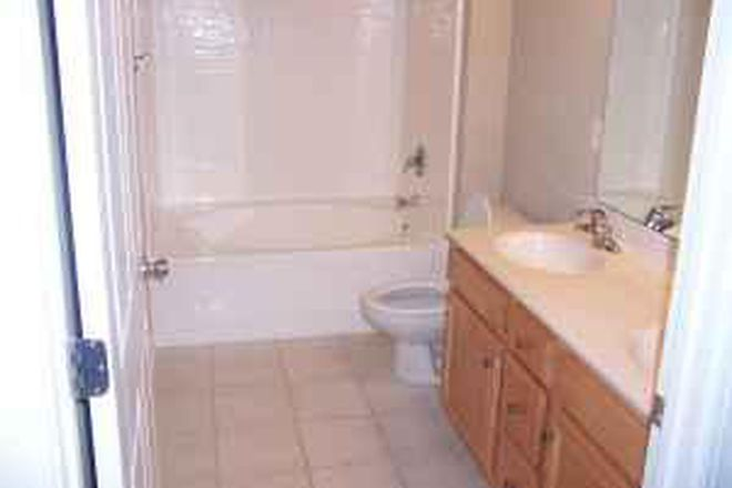 Master Bathroom - Carleton Place Townhomes (3br 2ba)