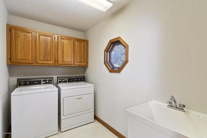 Laundry Room, free laundry - Crooked Creek Townhome