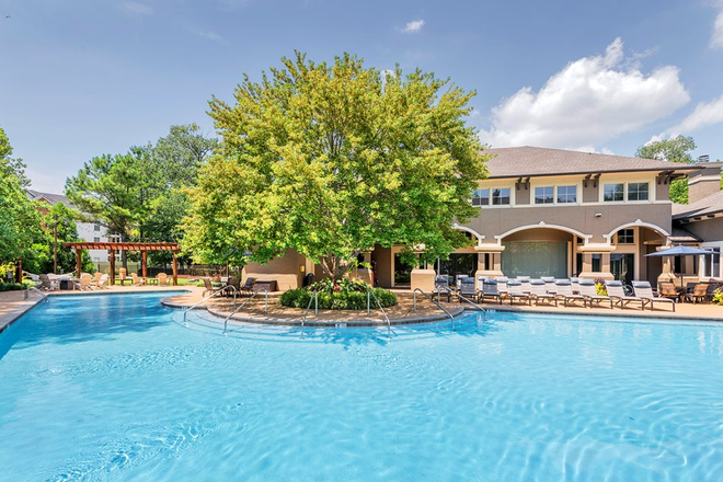 Pool - The Estates at River Pointe Apartments