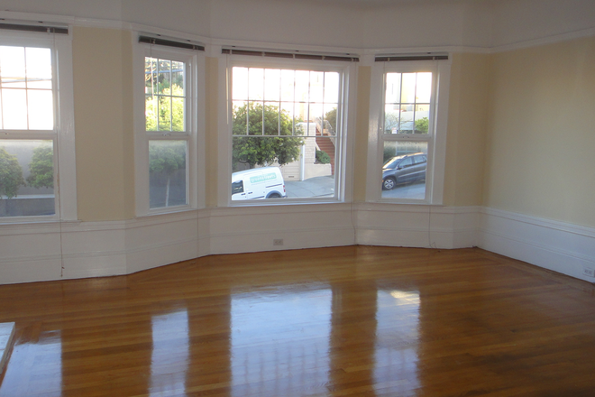 Living room space - Clean 3brm+ Home for Lease: Rental
