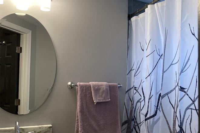 Private bathroom with bathtub - LARGE ROOM + Full Bath on Private Floor + Easy Parking – Near Takoma Metro/Petworth/Catholic/UMD Townhome