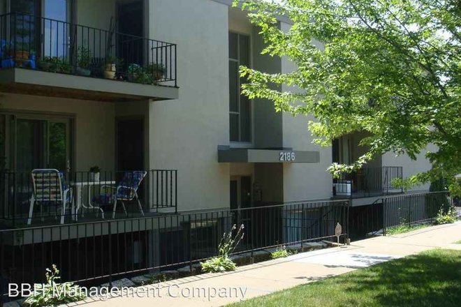 Outside - Perfect for Roommates! 4 bed/ 2 bath spacious closets! Apartments