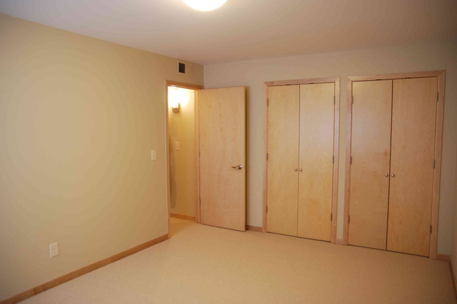 Bedroom w/ large closets
