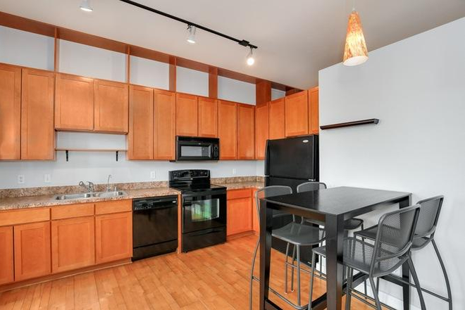 Kitchen and nook area - *Furnished* 720 sqft 1bdrm/1ba apartment w/ secure parking, storage