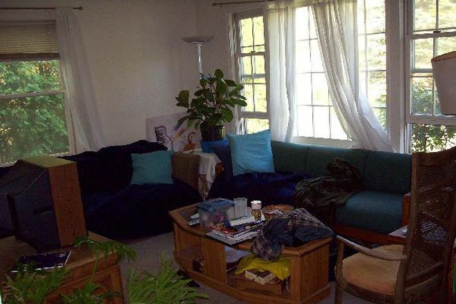 Living Room - 4 Bedrooms available in a 4 Bedroom House Near Campus Rental