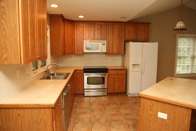 Kitchen - 3 Bedroom House at Lake Monticello Rental