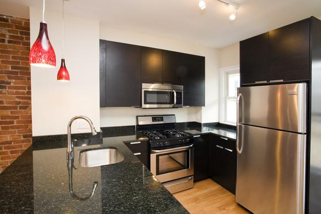 Kitchen - Beautiful 3 Bed- 9 Month Lease! Apartments