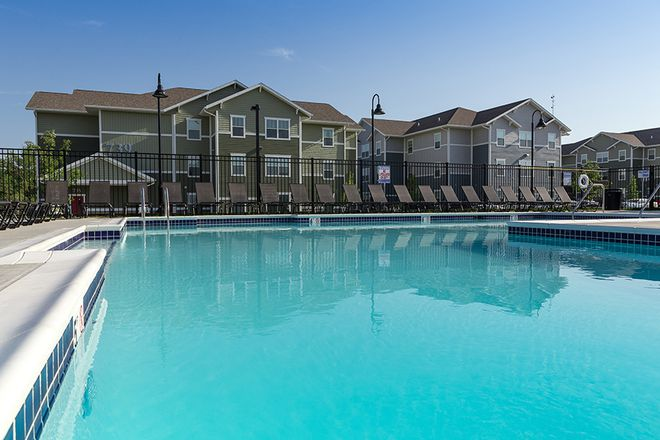 Pool - AXIS Edwardsville Apartments