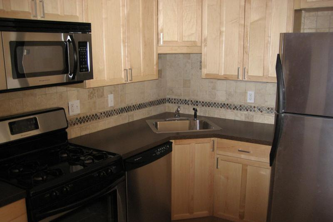 Kitchen - *AVAIL 9/1/2021* Updated 4 Bed on Saint Lukes Rd, Close to Campus! Apartments