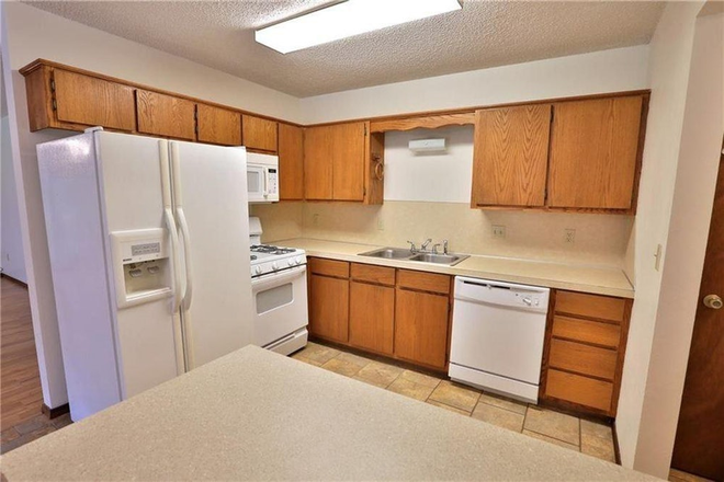 Kitchen - Beautiful single family home in great location near UofA and I49. Rental