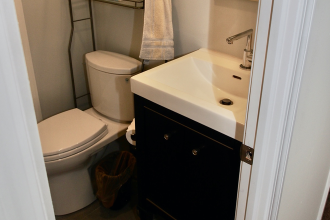 Powder Room - Townhouse to Share in Rittenhouse Sq. Area. Currently has one tenant, looking for 2 more tenants